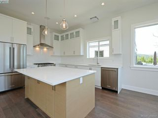 Photo 6: 2035 Rivers Crossing in VICTORIA: Hi Bear Mountain Single Family Detached for sale (Highlands)  : MLS®# 763394