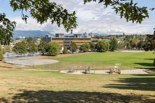 "Photo 12: 401 1066 E 8TH Avenue in Vancouver: Mount Pleasant VE Condo for sale in ""LANDMARK CAPRICE"" (Vancouver East)  : MLS®# R2247340"