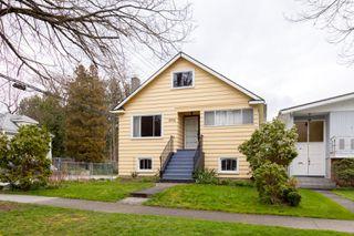 Photo 2: 6102 WINDSOR Street in Vancouver: Fraser VE House for sale (Vancouver East)  : MLS®# R2254483