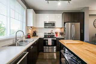 """Photo 5: 10 6450 187 Street in Surrey: Cloverdale BC Townhouse for sale in """"Hillcrest"""" (Cloverdale)  : MLS®# R2288599"""