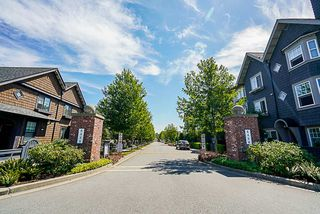"""Photo 3: 10 6450 187 Street in Surrey: Cloverdale BC Townhouse for sale in """"Hillcrest"""" (Cloverdale)  : MLS®# R2288599"""