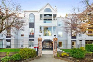 "Main Photo: 105 1473 BLACKWOOD Street: White Rock Condo for sale in ""The Lamplighter"" (South Surrey White Rock)  : MLS®# R2332801"