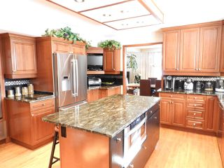 Photo 2: 52 VALLEYVIEW Crescent in Edmonton: Zone 10 House for sale : MLS®# E4143795