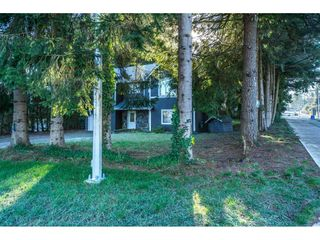 Photo 2: 20304 49A Avenue in Langley: Langley City House for sale : MLS®# R2341429