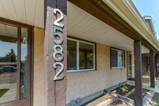 Photo 2: 2582 138A Avenue in Edmonton: Zone 35 Townhouse for sale : MLS®# E4159268