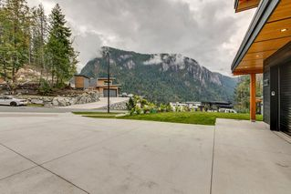 "Photo 2: 38631 HIGH CREEK Place in Squamish: Plateau House for sale in ""Crumpit Woods"" : MLS®# R2457128"
