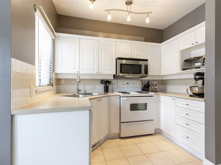 "Photo 16: 2 22000 SHARPE Avenue in Richmond: Hamilton RI Townhouse for sale in ""Richmond Mews"" : MLS®# R2472490"