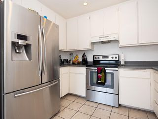 Photo 10: BAY PARK Condo for sale : 3 bedrooms : 4460 Caminito Pedernal in San Diego