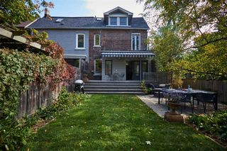 Photo 2: 142 Delaware Avenue in Toronto: Freehold for sale (Toronto C01)  : MLS®# C4948345