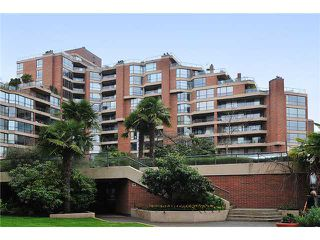 "Photo 3: 805 1450 PENNYFARTHING Drive in Vancouver: False Creek Condo for sale in ""Harbour Cove One"" (Vancouver West)  : MLS®# V878118"