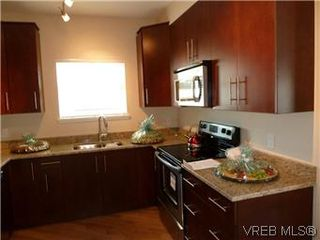 Photo 4: 107 21 Conard St in : VR Hospital Condo Apartment for sale (View Royal)  : MLS®# 569620