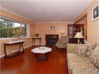 Photo 2: 481 Webb Place in VICTORIA: Co Wishart South Single Family Detached for sale (Colwood)  : MLS®# 302762