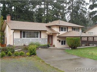 Photo 1: 481 Webb Pl in VICTORIA: Co Wishart South Single Family Detached for sale (Colwood)  : MLS®# 592217