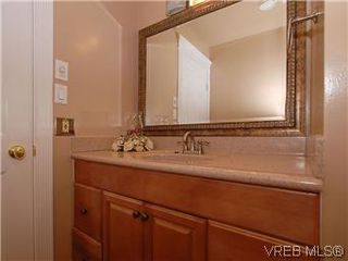 Photo 9: 481 Webb Place in VICTORIA: Co Wishart South Single Family Detached for sale (Colwood)  : MLS®# 302762