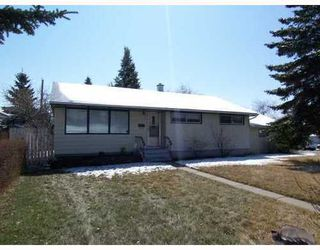 Main Photo: 936 TRAFFORD Drive in Calgary: Thorncliffe House for sale ()  : MLS®# C3326325