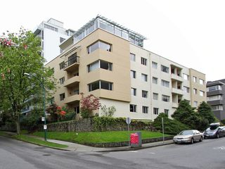 "Photo 3: 201 1972 ROBSON Street in Vancouver: West End VW Condo for sale in ""1972 ROBSON LTD"" (Vancouver West)  : MLS®# V1061080"