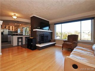 Photo 2: 745 Newbury St in VICTORIA: SW Gorge Single Family Detached for sale (Saanich West)  : MLS®# 715998
