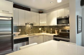 """Photo 3: 999 W 20TH Avenue in Vancouver: Cambie Townhouse for sale in """"OAK CREST"""" (Vancouver West)  : MLS®# R2039700"""