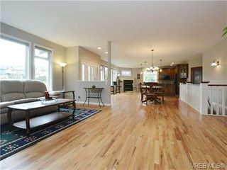Photo 5: 3420 Mary Anne Cres in VICTORIA: Co Triangle Single Family Detached for sale (Colwood)  : MLS®# 723824