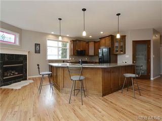 Photo 8: 3420 Mary Anne Cres in VICTORIA: Co Triangle Single Family Detached for sale (Colwood)  : MLS®# 723824