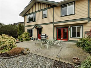 Photo 2: 3420 Mary Anne Cres in VICTORIA: Co Triangle Single Family Detached for sale (Colwood)  : MLS®# 723824
