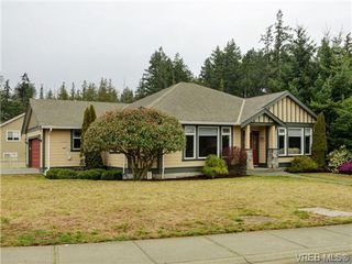 Photo 3: 3420 Mary Anne Crescent in VICTORIA: Co Triangle Single Family Detached for sale (Colwood)  : MLS®# 361398