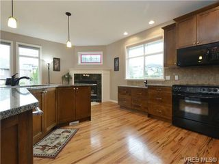 Photo 10: 3420 Mary Anne Cres in VICTORIA: Co Triangle Single Family Detached for sale (Colwood)  : MLS®# 723824
