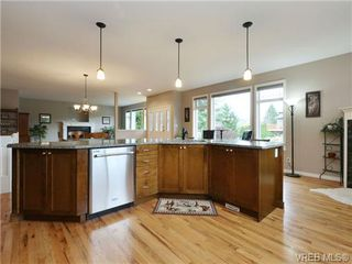 Photo 9: 3420 Mary Anne Cres in VICTORIA: Co Triangle Single Family Detached for sale (Colwood)  : MLS®# 723824