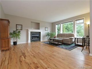 Photo 4: 3420 Mary Anne Cres in VICTORIA: Co Triangle Single Family Detached for sale (Colwood)  : MLS®# 723824
