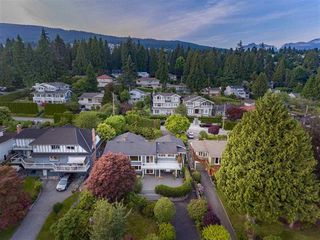 Photo 3: 1386 LAWSON Avenue in West Vancouver: Ambleside House for sale : MLS®# R2171494