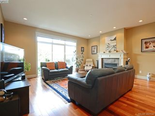 Photo 2: 14 551 Bezanton Way in VICTORIA: Co Latoria Row/Townhouse for sale (Colwood)  : MLS®# 767786
