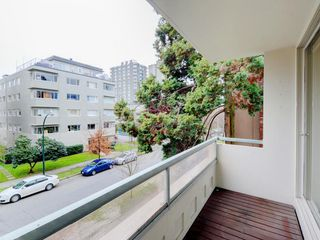 "Photo 4: 303 1967 BARCLAY Street in Vancouver: West End VW Condo for sale in ""THE PALASADES"" (Vancouver West)  : MLS®# R2244840"