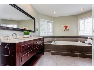 "Photo 12: 10790 LINDEN Court in Surrey: Fraser Heights House for sale in ""Glenwood"" (North Surrey)  : MLS®# R2252454"