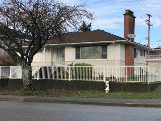 Photo 2: 4589 PARKER Street in Burnaby: Brentwood Park House for sale (Burnaby North)  : MLS®# R2326745
