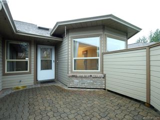 Photo 2: 201 4515 Pipeline Rd in VICTORIA: SW Royal Oak Row/Townhouse for sale (Saanich West)  : MLS®# 803455