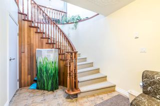 Photo 2: 2106 E 42ND Avenue in Vancouver: Killarney VE House for sale (Vancouver East)  : MLS®# R2369320
