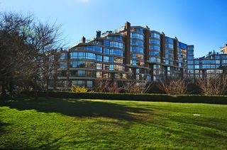 Photo 3: 502 1490 Pennyfarthing Drive in Harbour Cove: False Creek Home for sale ()  : MLS®# V1045657