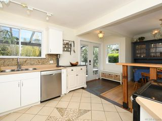 Photo 11: 2551 Foul Bay Road in VICTORIA: OB Henderson Single Family Detached for sale (Oak Bay)  : MLS®# 412463