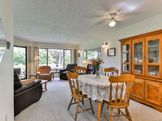 Photo 2: 2 215 Evergreen St in PARKSVILLE: PQ Parksville Row/Townhouse for sale (Parksville/Qualicum)  : MLS®# 823726