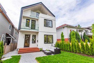 Photo 3: 1336 E 13TH Avenue in Vancouver: Grandview Woodland House 1/2 Duplex for sale (Vancouver East)  : MLS®# R2462761