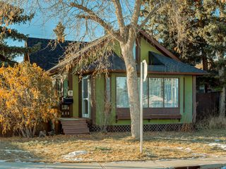 Main Photo: 2847 38 Street SW in Calgary: Glenbrook Detached for sale : MLS®# A1052297