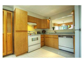"""Photo 2: 4955 THORNWOOD Place in Burnaby: Greentree Village House for sale in """"GREENTREE VILLAGE"""" (Burnaby South)  : MLS®# V899912"""
