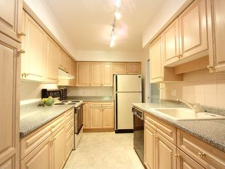 "Photo 4: 111 2298 MCBAIN Avenue in Vancouver: Quilchena Condo for sale in ""ARBUTUS VILLAGE"" (Vancouver West)  : MLS®# V900517"