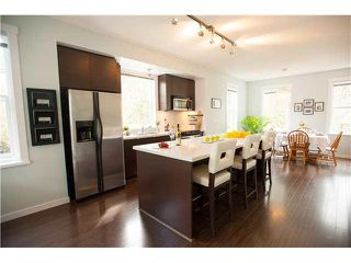 "Photo 3: 74 101 FRASER Street in Port Moody: Port Moody Centre Townhouse for sale in ""CORBEAU"" : MLS®# V1116275"
