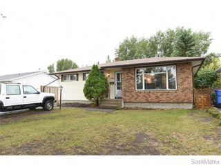 Photo 2: 1026 DOROTHY Street in Regina: Normanview West Single Family Dwelling for sale (Regina Area 02)  : MLS®# 544219