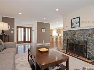 Photo 3: 918 2829 Arbutus Rd in VICTORIA: SE Ten Mile Point Row/Townhouse for sale (Saanich East)  : MLS®# 739157
