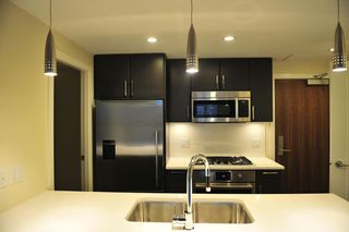 Photo 2: 505 88 1ST AVENUE in Vancouver West: False Creek Home for sale ()  : MLS®# R2037933
