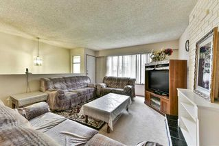 Photo 5: 9285 MONKLAND Place in Surrey: Bear Creek Green Timbers House for sale : MLS®# R2156937
