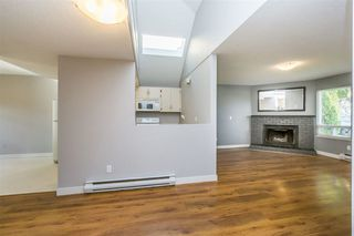 Photo 4: 2218 WILLOUGHBY Way in Langley: Home for sale : MLS®# R2112941