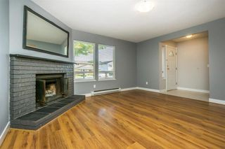 Photo 3: 2218 WILLOUGHBY Way in Langley: Home for sale : MLS®# R2112941